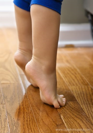 why-does-my-child-walk-on-her-toes-768x548